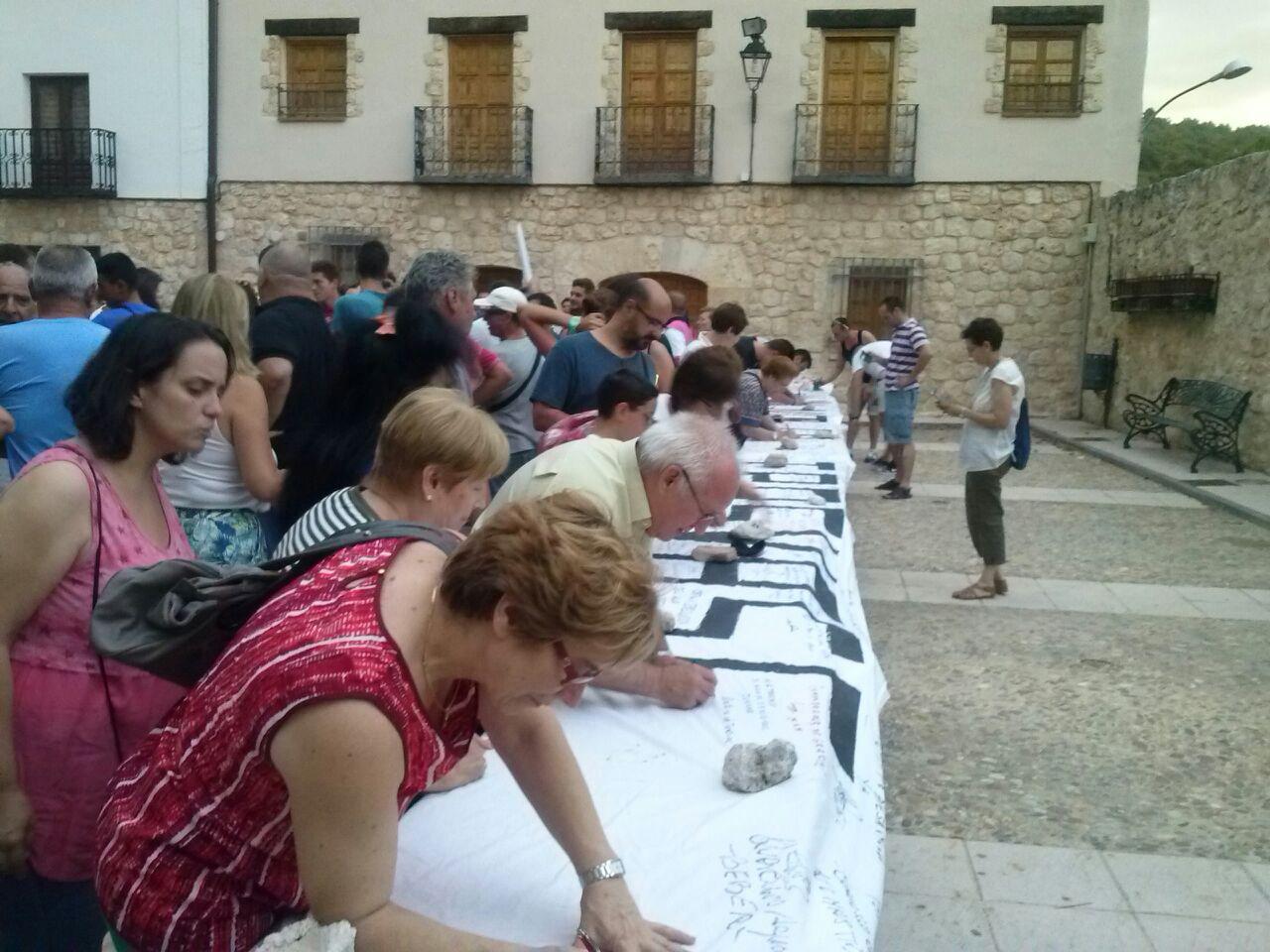 Firmantes en Chillarón del Rey, Guadalajara, contra el Trasvase Tajo-Segura.