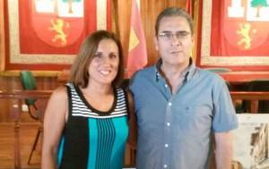 La Diputada Provincial Yolanda Ramírez, junto al Alcalde de Fuentelaencina, Santos López.