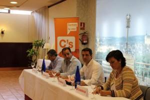 Antonio López, delegado territorial de C's Castilla-La Mancha junto a miembros de C's Toledo