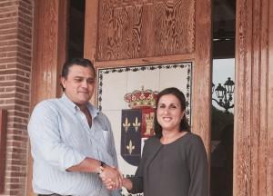 El Alcalde de Valdeaveruelo, Alberto Cortés, recibe en el Consistorio a la Diputada Pronvicial de C's, Yolanda Ramírez.