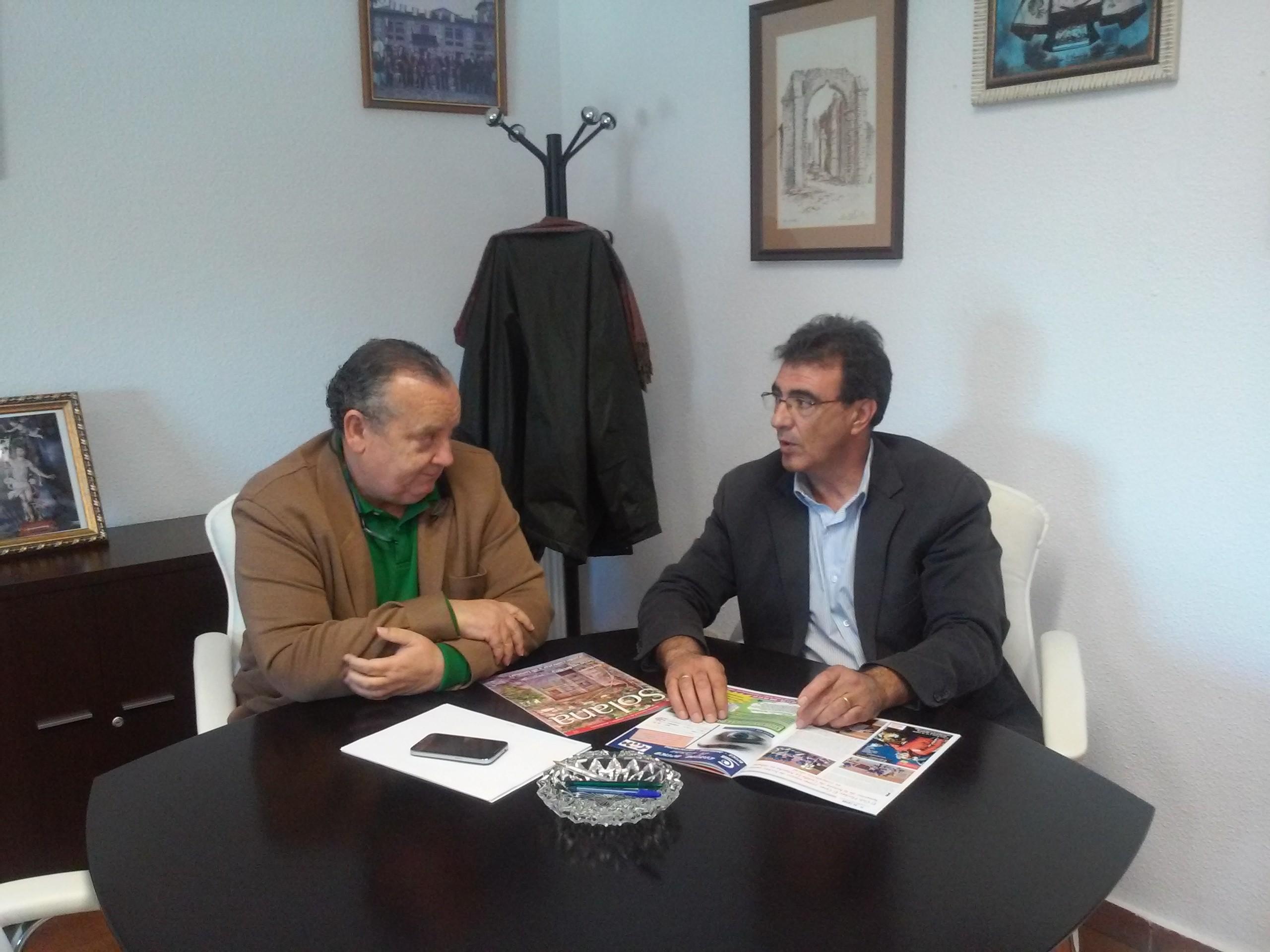 José Luis González Lamola, alcalde de El Casar-Mesones, y Juan Gordillo, portavoz de Ciudadanos (C's)