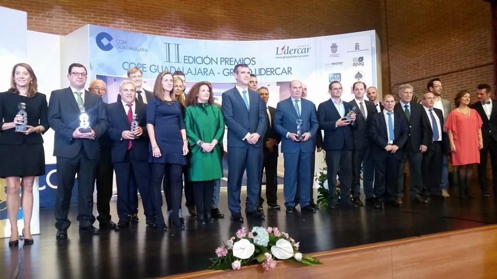 Autoridades y galardonados en los Premios COPE Guadalajara / Grupo Lidercar. Foto: Diputación de Guadalajara.