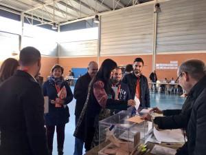 Silvia García, Portavoz del Grupo Municipal de C's Azuqueca, vota en su colegio electoral.