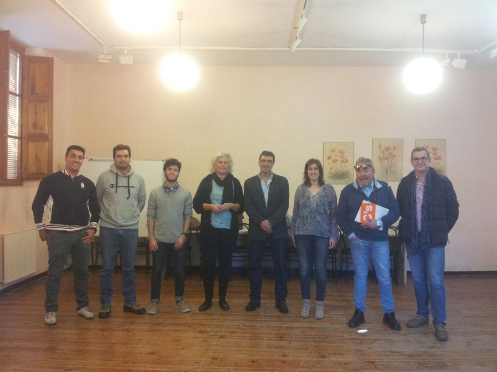 Miembros de C's Cabanillas del Campo junto con el Subdelegado Territorial, Juan Gordillo.