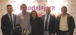 En el centro, Yolanda Ramírez, junto a compañeros de Ciudadanos (C's).