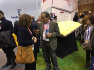 Yolanda Ramírez conversa con el también Diputado Provincial Julio García.