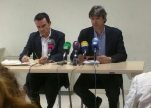 Carlos Maceiras, Portavoz de C's Alovera, en rueda de prensa junto a su homólogo del PP Juan Carlos Martín.
