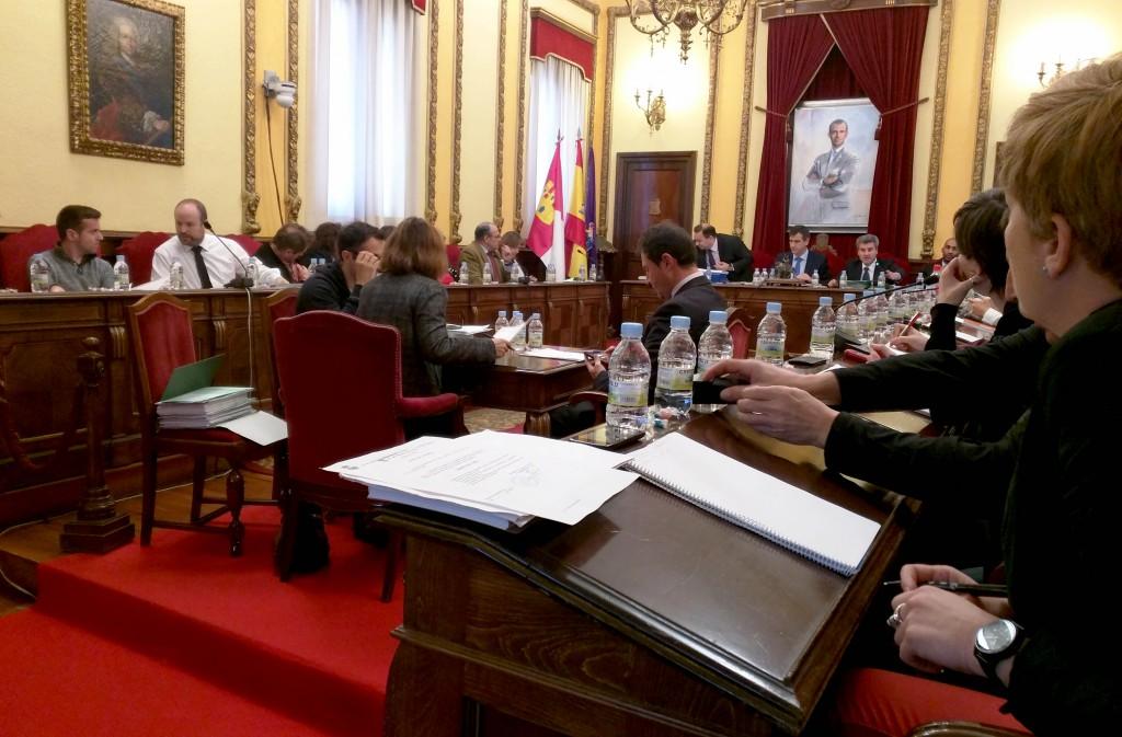 Momento del debate sobre el presupuesto para 2016 del Ayuntamiento de Guadalajara