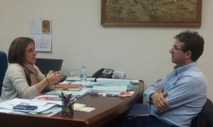 La Diputada Yolanda Ramírez junto a Jaime García Morales. Alcalde de Alcolea de las Peñas.