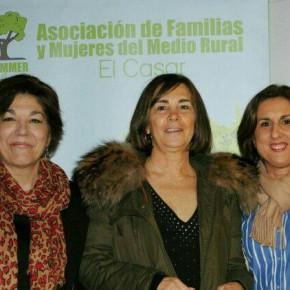 La Diputada Yolanda Ramírez asiste a la presentación del libro de Charo Izquierdo y participa en la promoción de la fiesta de Las Candelas de El Casar
