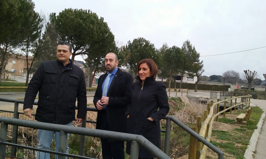 Alberto Cortés y Antonio de Lamo muestran las nuevas infraestructuras a Yolanda Ramírez.