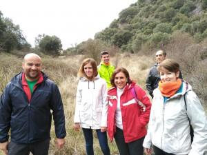 La Diputada Yolanda Ramírez, junto al Alcalde de Viana de Jadraque y vecinos de la localidad.