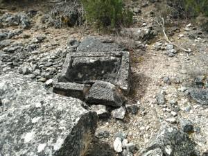 Restos arqueológicos durante la ruta de senderismo desde Viana de Jadraque.