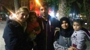 Imagen de una familia de refugiados facilitada por Red Alert Refugees.