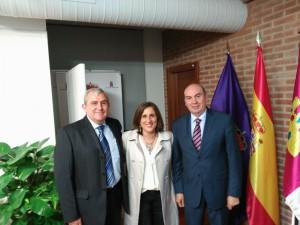 De izq. a dcha.: Fernando Barra, coautor; Yolanda Ramírez, Portavoz de C's; José Manuel Latre, Presidente de la Diputación.