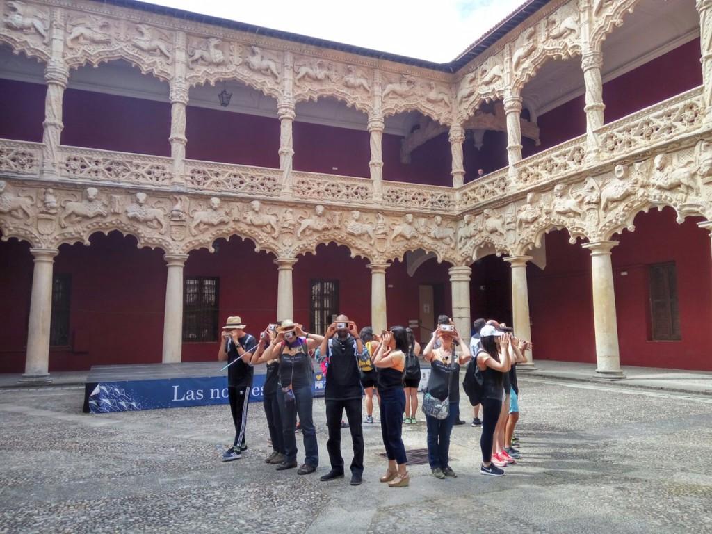 El grupo de estudiantes de la Universidad de Alcalá, durante su visita al Palacio del Infantado.