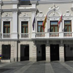 Bandera arcoíris colocada por el Ayuntamiento de Guadalajara