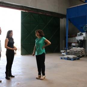 Durante la visita a una fábrica de pellet