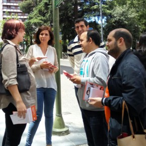 Orlena de Miguel, junto a compañeros de C's, charlan con vecinos de Guadalajara - 18.06.16