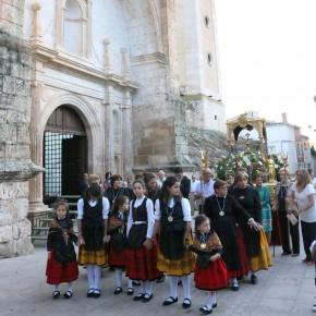 El grupo municipal de C's de Tendilla procesiona junto a la Virgen de la Salceda