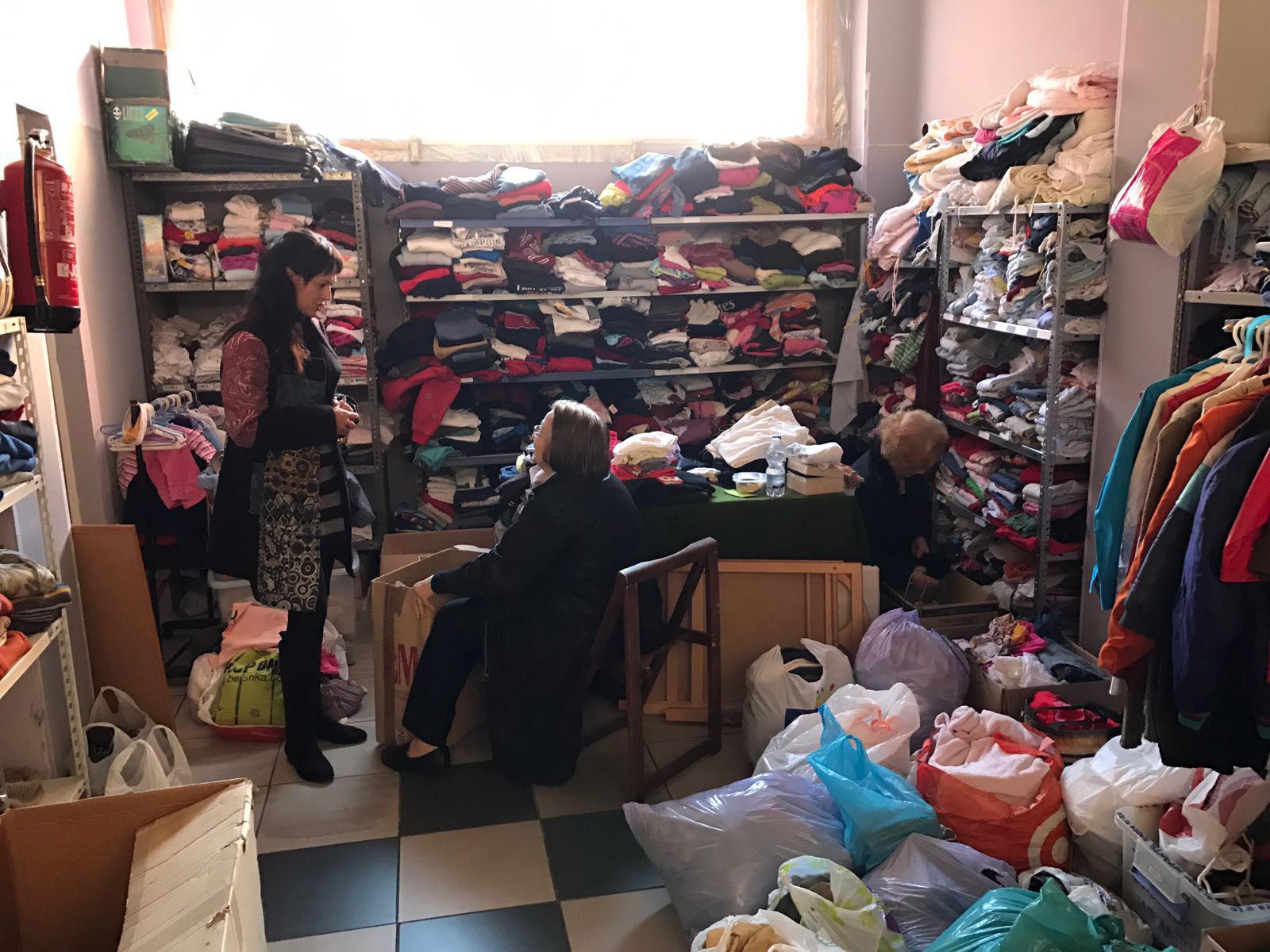 11112016-silvia-garcia-con-voluntarias-de-ciudadanos-solidarios