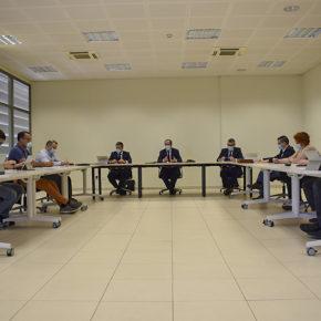 La mesa de trabajo del Pacto por la Recuperación Económica y Social podrá presentar propuestas para las ayudas a autónomos y pequeñas empresas